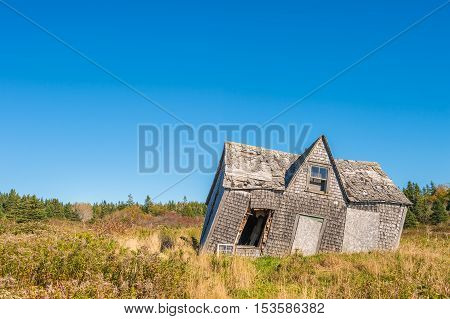Picture of a rooked and leaning old wooden house