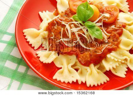 Farfalle with tomato sauce