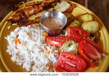 fish served on plate with vegetables nicaragua cuisine