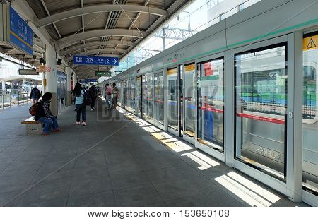 SEOUL, SOUTH KOREA 20: subway station in Seoul on May 20,2016 at Seoul, South Korea.