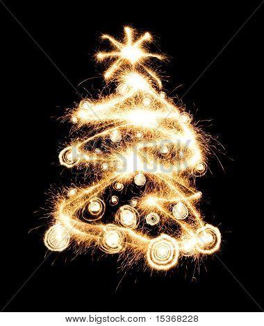 Árbol de año nuevo, creado a partir de las chispas. Aislado en negro.