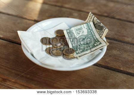 TIPS, Money left on table for server, for good service in gratitude