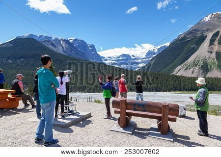 Jasper, Canada - Jul 11, 2018: Tourists Viewing The Stutfield Glacier On The Icefields Parkway In Th