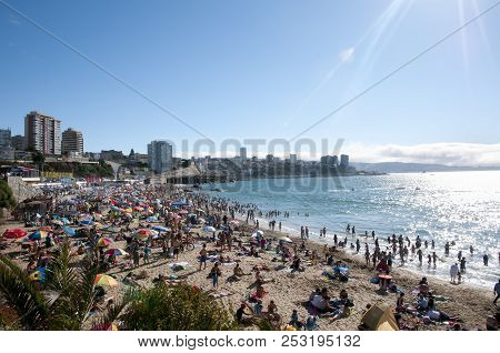 Vina Del Mar, Chile - January 25, 2015: The Most Popular Beach For Locals From Santiago & Surroundin