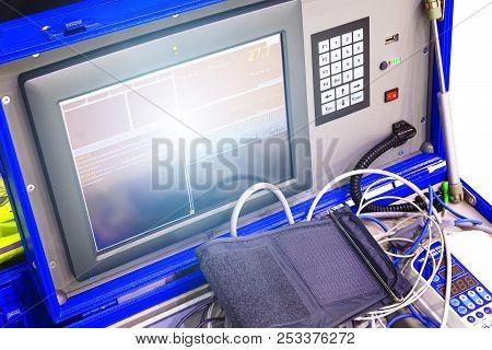 Health Care Portable Monitoring Equipment. Portable Medical Equipment Monitor For Pressure Measureme
