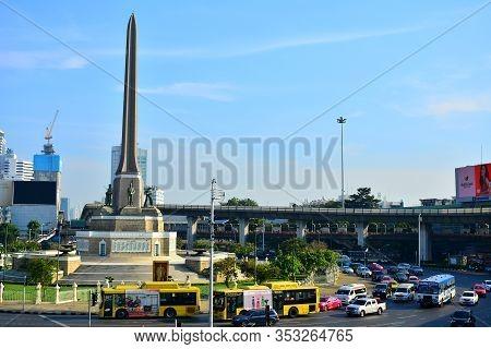 Bangkok, Th - Dec 13: Victory Monument On December 13, 2016 In Ratchathewi, Bangkok, Thailand. Victo