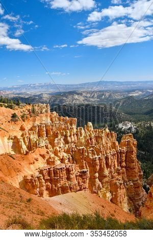Red Rocks And Hoodoos At Bryce Canyon National Park, Utah. This View Is From Ponderosa Point.