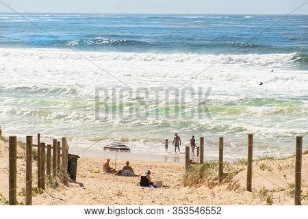Sydney, Australia 2020-02-15 People Sunbathing And Swimming On Wanda Beach, Cronulla On Summer Day.