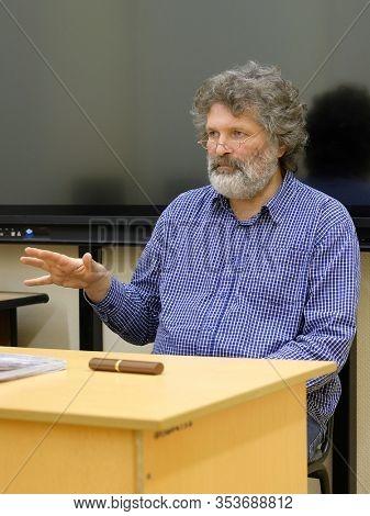 image of teacher explaining the lesson
