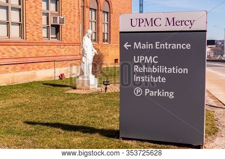 Pittsburgh, Pennsylvania, Usa 3/1/20 The Upmc Mercy Hospital Sign On Bluff Street In The Uptown Neig