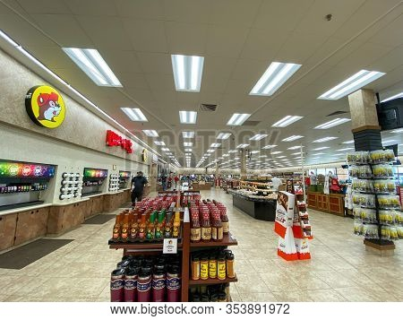 Houston, Tx/usa-2/25/20:   The Interior Of A Buc Ees Gas Station, Fast Food Restaurant, And Convenie