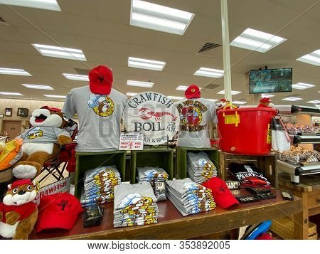 Houston, Tx/usa-2/25/20:  Crawfish Boil T-shirts At A Buc Ees.  The Buc Ees Gas Station, Fast Food R