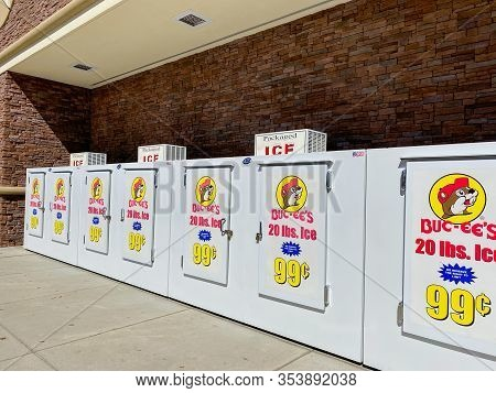 Houston, Tx/usa-2/25/20:  The Bags Of Ice Coolers At A Buc Ees.  The Buc Ees Gas Station, Fast Food