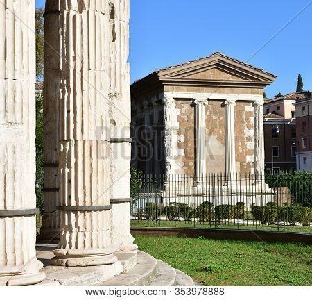 Tempio Di Portuno From Tempio Di Ercole Vincitore. Ancient Roman Greek Classical Style Temples. Rome