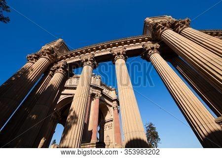 San Francisco Ca Usa - Oct 19, 2011 : The Palace Of Fine Arts - Ancient Building Of San Francisco, C