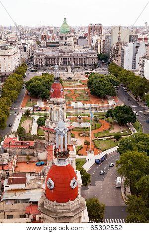 BUENOS AIRES, ARGENTINA - MAR 17 2014 : Traffic moves round the Plaza de Congreso