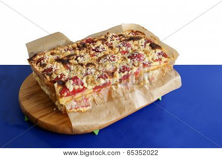 fruit cake with strawberries and crumbles