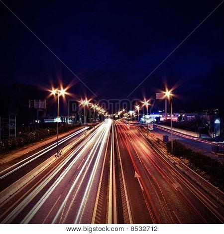 Spuren des Lichts von Autos