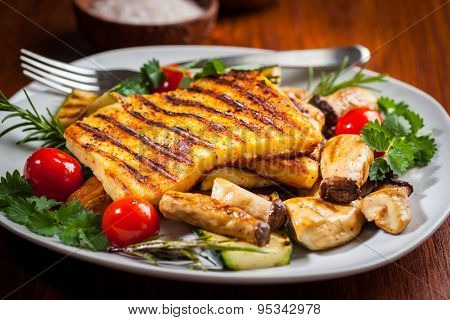 Halloumi grilled cheese on mushrooms and vegetables