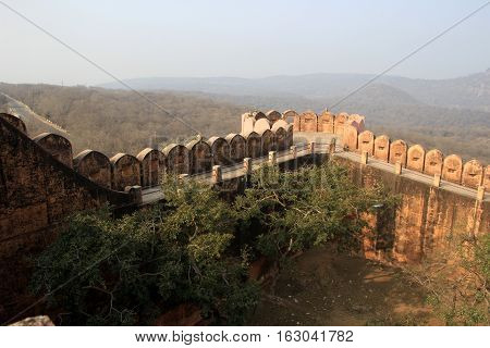 Parapet and walkway along the edge of fort at Jaigarh Palace Jaipur Rajasthan India Asia