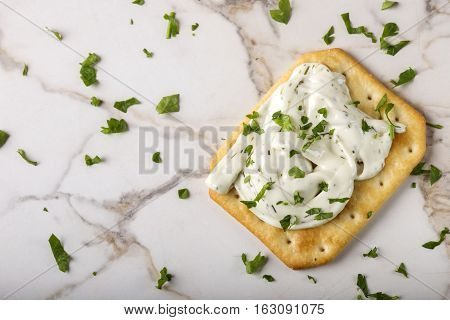 Thin crispy crackers with cream cheese and parsley
