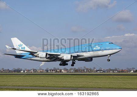 Amsterdam Airport Schiphol - Klm Boeing 747 Lands