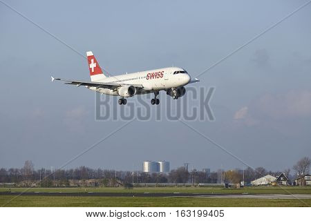 Amsterdam Airport Schiphol - Swiss Airline Airbus A320 Lands