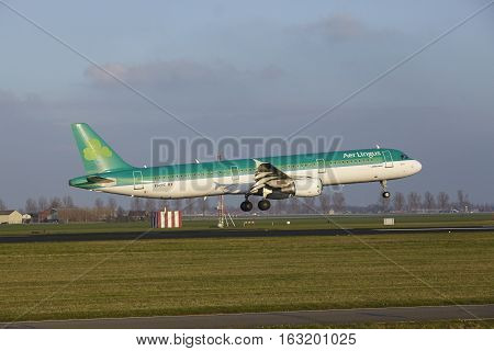 Amsterdam Airport Schiphol - Air Lingus Airbus A321 Lands