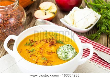 Pumpkin soup with curry, saffron and cheese balls, dill