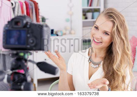 Girl Filming Tutorial