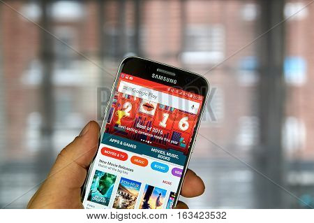 MONTREAL CANADA - DECEMBER 23 2016 : The best of 2016 on Google market. Best selling romance reads of the year on Samsung S7 screen.