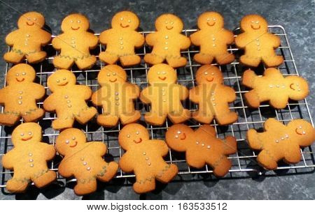 Little ginger bread men golden colour Color wire tray rack