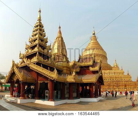 Shwe zi gon pagoda or Paya Temple in Nyaung-U Bagan, Myanmam, Burma