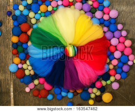 palette color circle of merino wool and felted colored beads