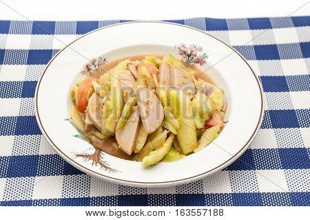 Thai Cucumber Salad (Tam Taeng) whit sausage