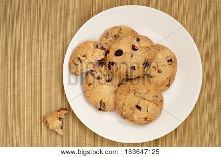 Cookies with raisins on the plate. on straw mat