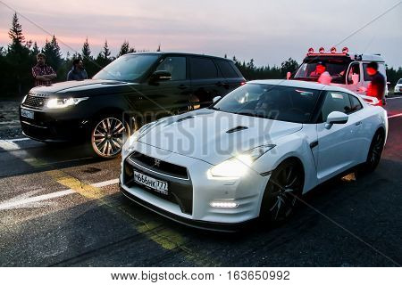 Nissan Gt-r And Range Rover