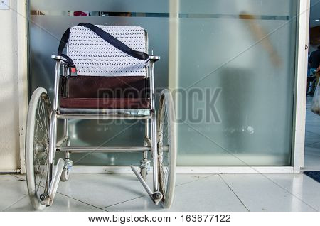 Wheelchair is a Vehicle for Assistance Human who sick or get Accident Favorite to use in Hospital.