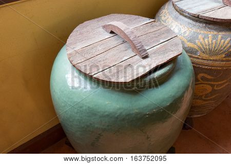 Asian Traditional Water Tank, Glazed Water Jar With Dragon Patterns.