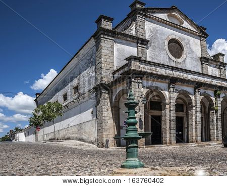 Portugal Évora . Church of the Holy Spirit was built of stone and granite influential Catholic Jesuit Order . Entrance to the temple is decorated gallery the roof of which is supported by five vaulted arches.