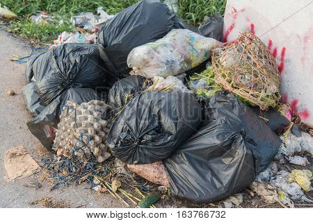 Municipal landfill, Garbage bags with food waste