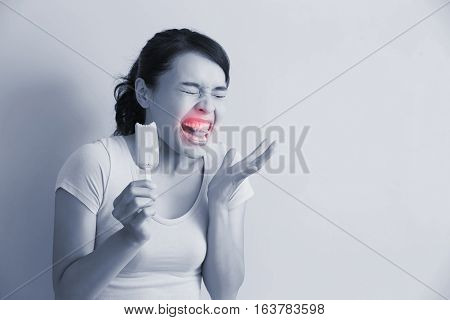 woman have sensitive teeth with ice asian