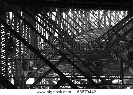 suspension black and white criss cross all around