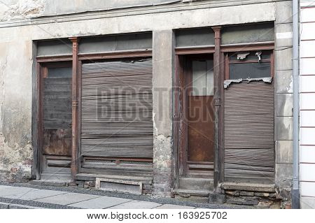 Unrenovated abandoned shop in the town of Goerlitz, Germany