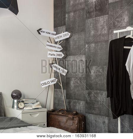 Gray Wallpaper In Traveler Room