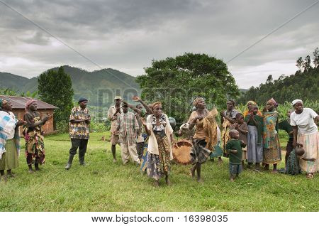 Ethnic dances of Batwa pigmy in Uganda