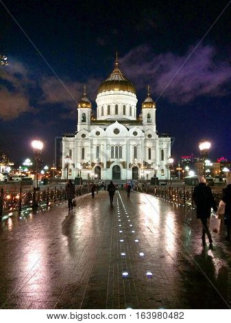 Cathedral of Moscu at night during winter