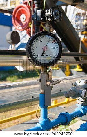 Pressure Gauge For Monitoring Measure Pressure Production Process, Oil And Gas Or Petroleum