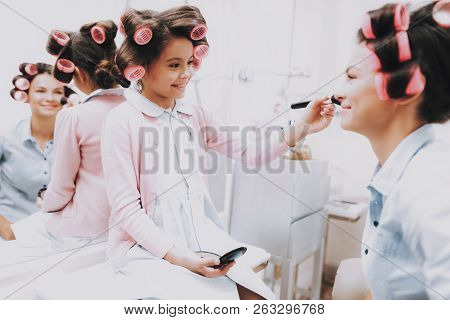 Little Girl With Curlers. Beautiful Little Lady. Girl In Beauty Salon. Smiling Girl With Brush. Cons