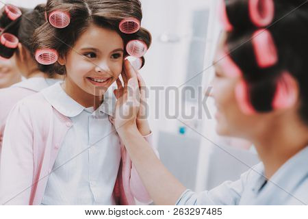 Little Lady With Curlers. Happy Child In Beauty Salon. Consept Beauty Salon. Beautiful Little Lady.